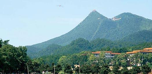獅子山景區位于韶山風景名勝區的東部,有如意亭,大塘灣,板凳嶺,坪頂嶺